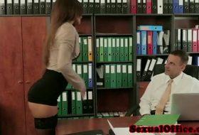 Futai intre secretara si primar