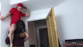 Baiat amarat rupt la pat de o mamica criminala