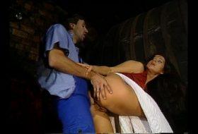 Film porno langa bidoanele cu vin