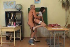 Compilatie de sex la scoala