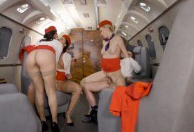 Sex in grup cu trei stewardese futacioase