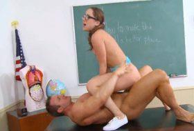 Remy Lacroix se fute cu profesorul ei
